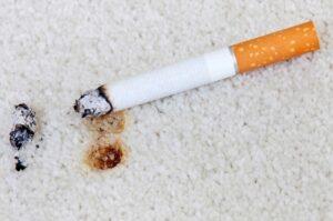 Как восстановить прожженный сигаретой ковер?