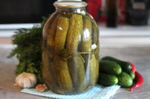 Солёные огурцы - деликатес лета