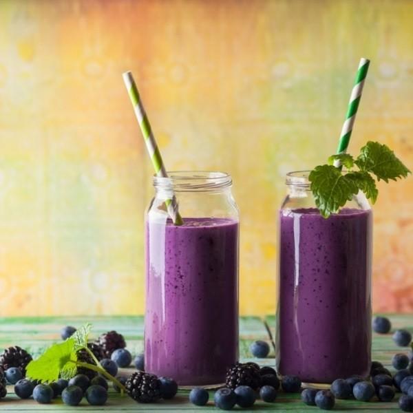 Вкусный завтрак - детокс-смузи с черникой и ежевикой