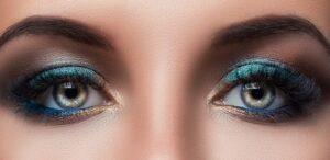 Модный макияж 2021- синиетени снова в центре внимания