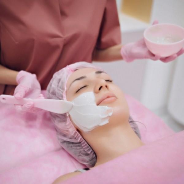Эстетические процедуры красоты и базовый домашний уход за кожей