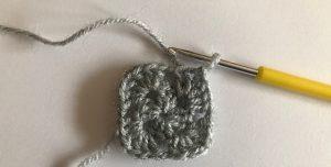 Сделайте оригинальное вязаное лоскутное одеяло своими руками