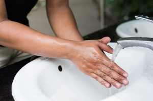Как правильно мыть руки и при этом сэкономить