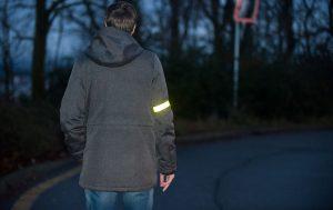 Светоотражающие элементы на одежде защитят вас в повседневной жизни