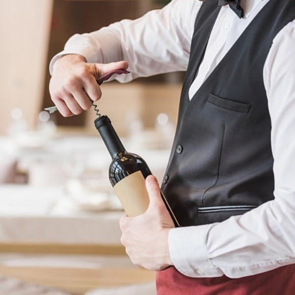 Чем лучше открыть бутылку вина