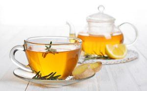 Имбирный чай с розмарином и клюквой