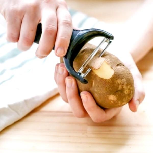 Лучшие способы почистить картошку быстро и удобно