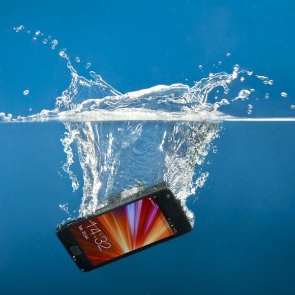 Что делать, если вы утопили свой смартфон