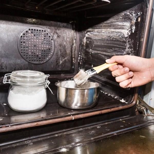 Лучший способ дешево, быстро и без химикатов очистить грязную духовку