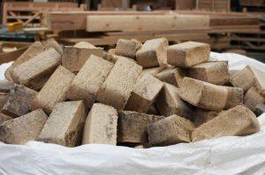 Почему топливные брикеты выгоднее древесины?
