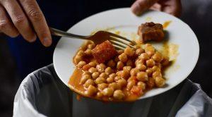 Чем опасна просроченная еда
