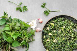 Крапивно-шпинатный салат
