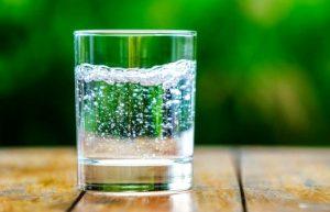 Однодневное голодание на воде - сколько воды нужно пить?