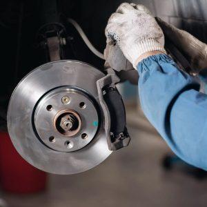 Замена тормозных колодок и дисков на авто